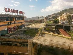 20160327 095937VRAw [I] Industrieruine am Hotel, Raum Messina, Sizilien