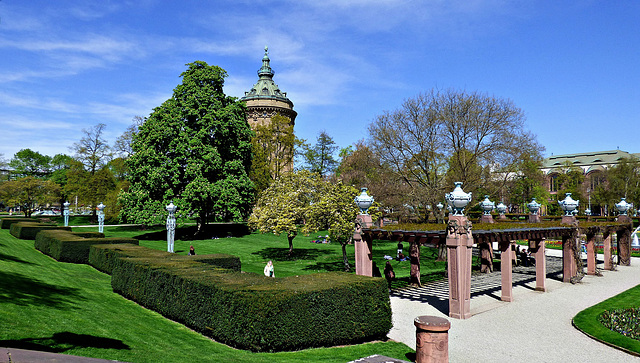 Wasserturm mit Park