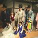 Tradiciaj koreaj vestaĵoj hanbok - nuptosceno en la Nacia Folklora Muzeo en Seulo