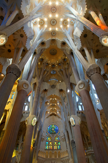 Inside Sagrada Familia (2)