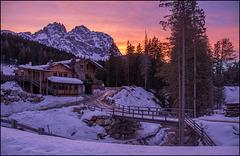 Es wird Abend im Skigebiet