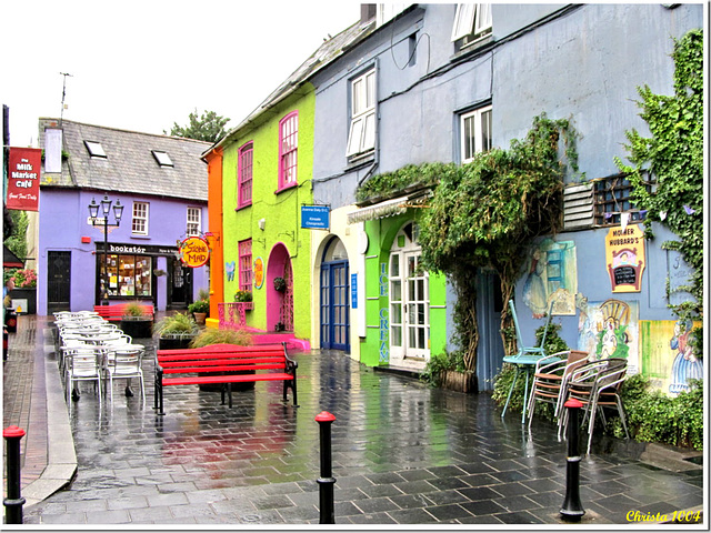 In spite of the rain, Kinsale is colorful
