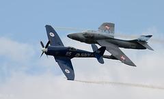 Hawker Sea Fury et Hawker Hunter en patrouille serrée