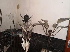 Metallic plate flowers.