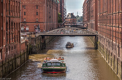 Canal Cruise in Hamburg's Warehouse District- Fleetfahrt in der Speicherstadt (255°)