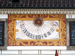 Sunhorloĝo sur la renesanca kastelo Třeboň  (Suda Bohemio)