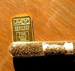 gold flakes & gold ingot
