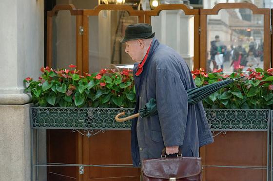 L'homme au parapluie (Monsieur Hulot visite Milan)
