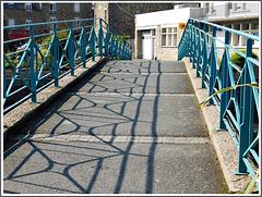 Ombre et lumière sur le pont à Plancoet