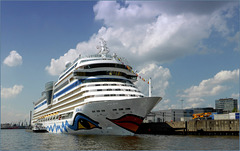 Cruise ship AIDAsol, Hamburg...