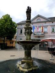 DE - Remagen - Brunnen vor dem Rathaus