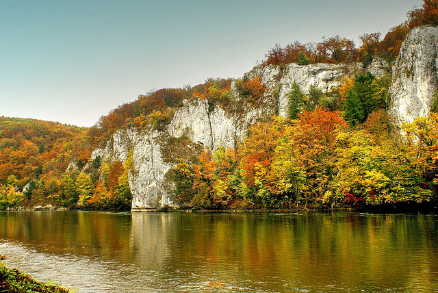 Herbst am Donaudurchbruch beim Kloster Weltenburg.  ©UdoSm
