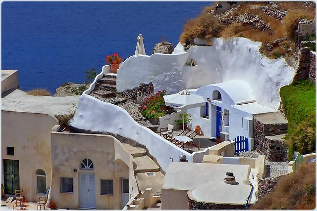 Santorini : Ecco alcune case scavate nella roccia vulcanica - (966)