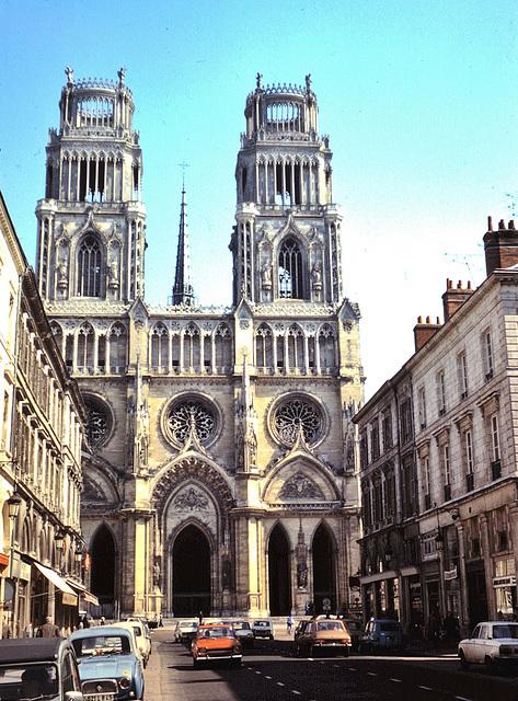 Orléans (45) 10 avril 1976. (Diapositive numérisée).