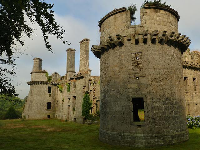 Le chateau de Kergornadeach, Bretagne