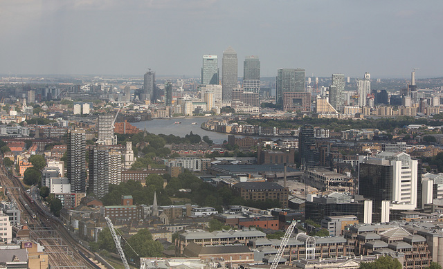 Canary Wharf and the curves of the Thames