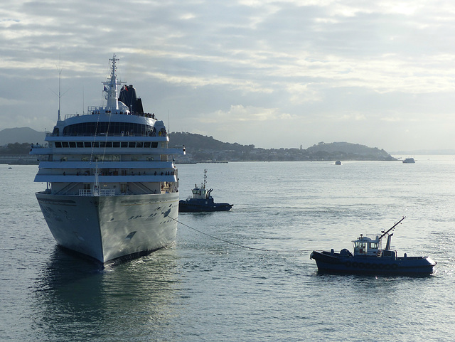 Asuka II arriving at Auckland (8) - 20 February 2015