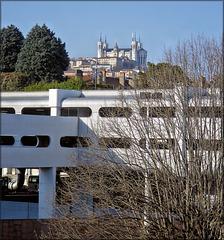Lyon (69) 4 mars 2013. Parkings de Perrache et Notre-Dame de Fourvière à l'arrière-plan.