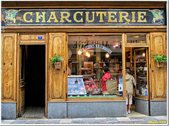 Delicatessen store in old Cluny: come in and enjoy