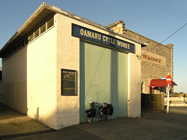 Oamaru Cycle Works... and my loaded bike