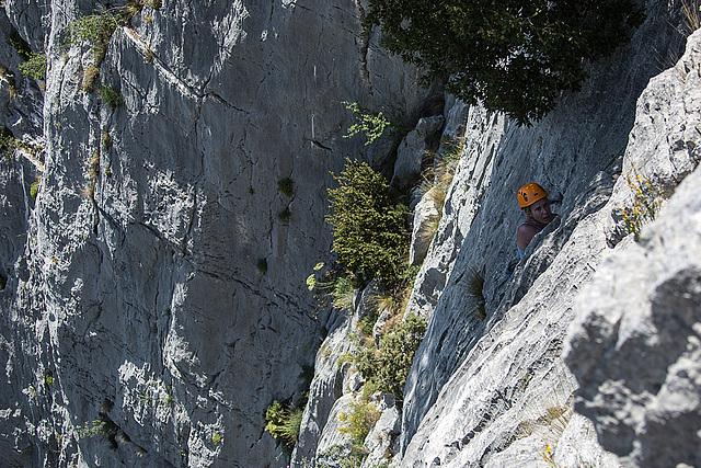 20150529 8300VRAw [R~F] Bergsteigerin, Gorges du Verdon, Cote d'Azur