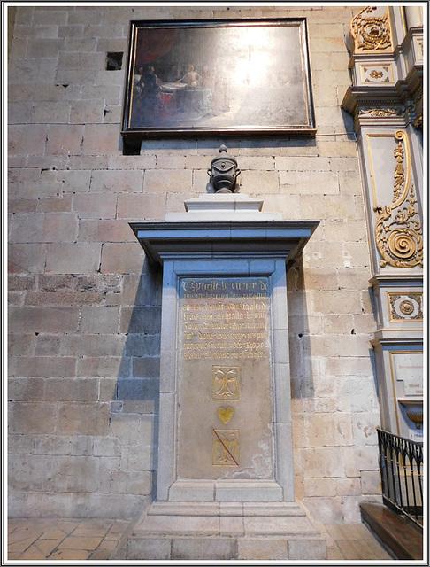 Pierre tombale du coeur de Bertrand Duguesclin à Dinan (22)