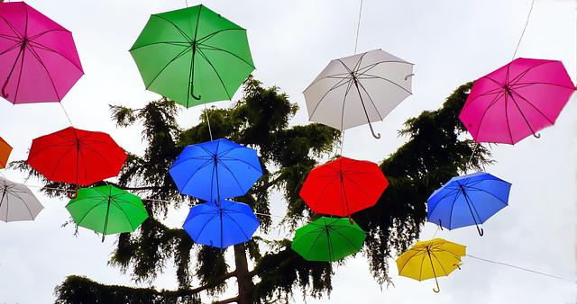 Genova :  Ombrelli colorati sulla città! arriva l'estate !