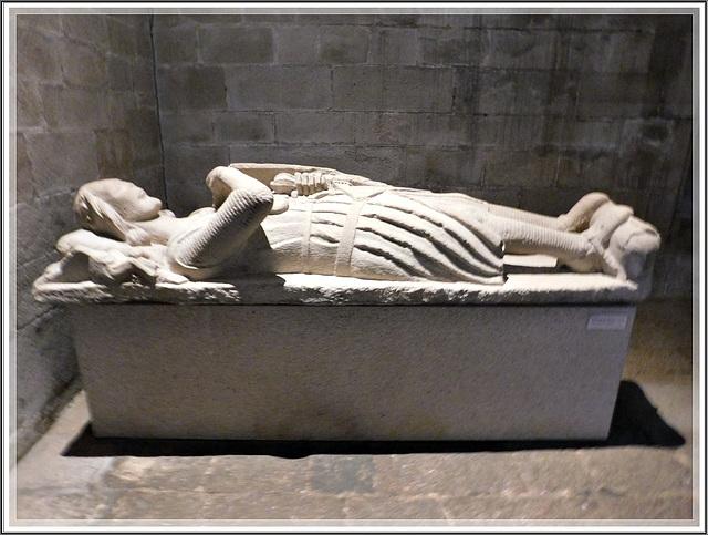 Gisant à l'intérieur de la Basilique Saint Sauveur à Dinan (22)
