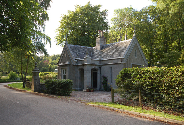 Former lodge to Fintray House (demolished), Aberdeenshire