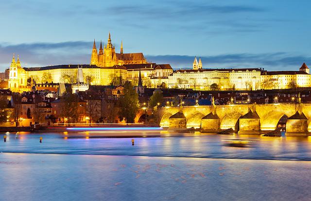 Vespera Prago - kastelo kaj Karola ponto / Evening Prague - castle and Charles bridge