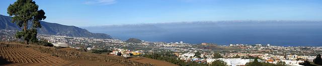 Auf dem Weg zum Teide. Blick hinunter zur Küste bei Puerto de la Cruz. ©UdoSm