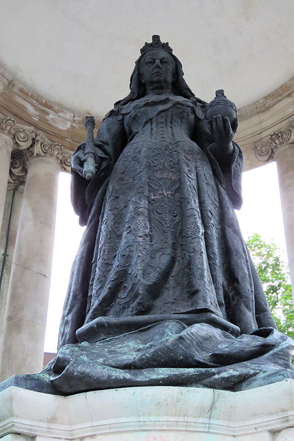 victoria monument, liverpool (4)