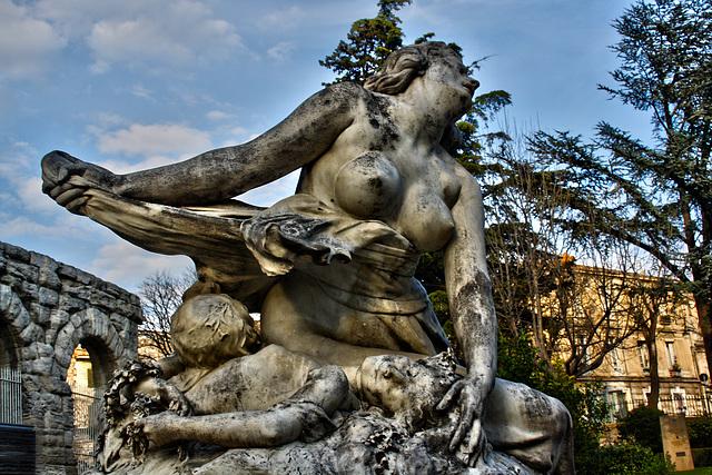 Niobé , fille de Tantale. (Arles-13)