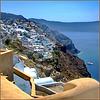 Santorini : Oia aggrappata alla roccia vulcanica