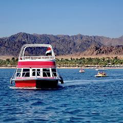 SHARM EL-SHEIK : ora facciamo un piccolo giro su questa barca col fondo trasparente...