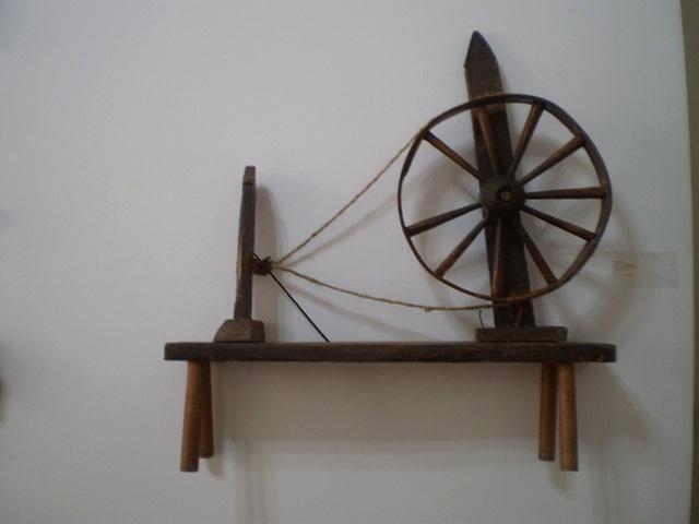 Spinning wheel (1870's).