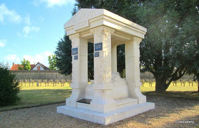 grand cimetiere d'Orleans monument à la memoire des Francais d'Afrique du nord morts pour la Patrie (1)