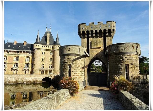 Le château de La Clayette (voir note)