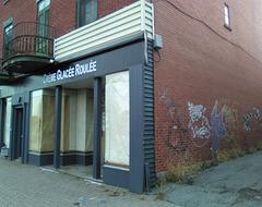 Crème glacée roulée et fermée avec graffitis / Sorvete enrolado e grafite