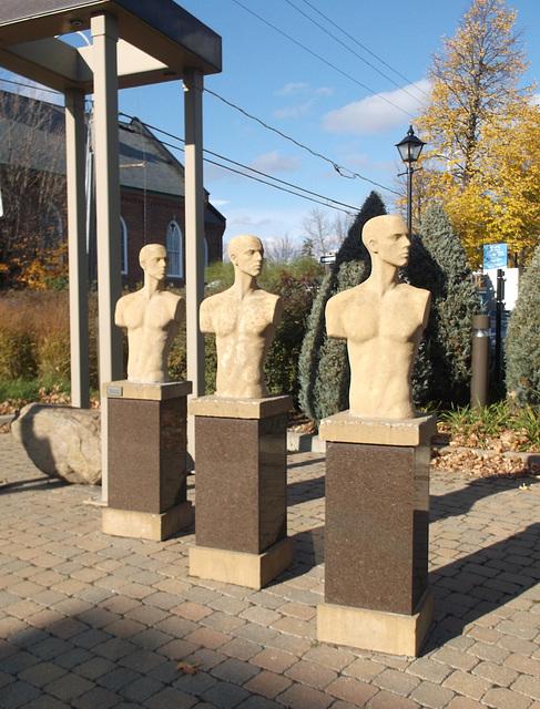 Armless trio / Trio sans bras