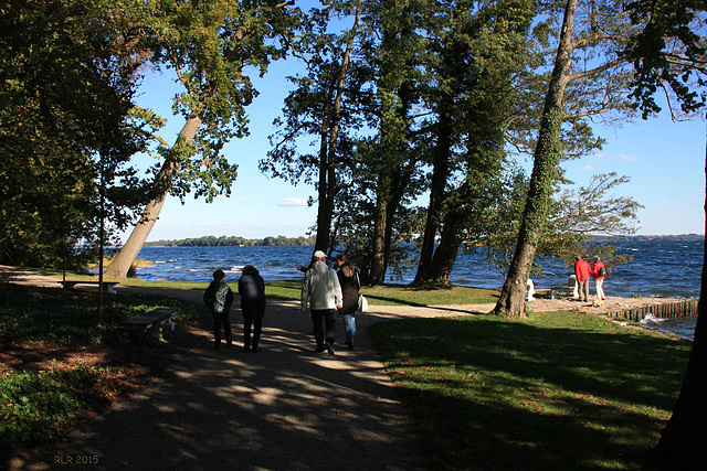 Wiligrad, Spaziergänger am See