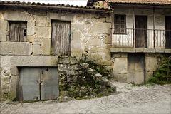 Mosteiró, Casas da memória