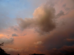 Trop bizarre, le ciel, ce soir.. Too strange, the sky, this evening... [ON EXPLORE]