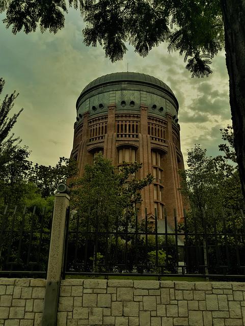 El primer depósito elevado, Madrid, Calle de Santa Engracia. In fading evening light.