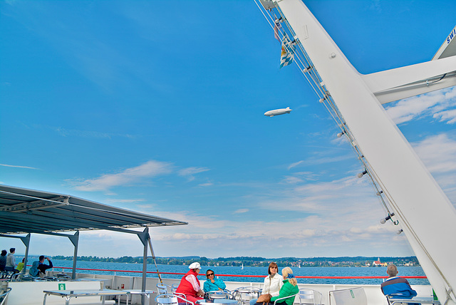 Zeppelin über Bodensee