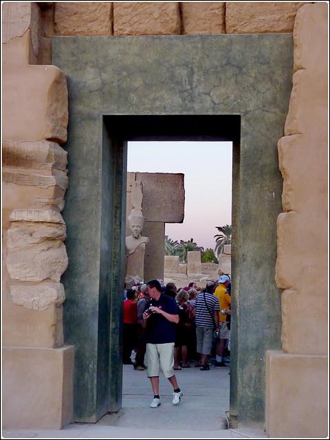 LUXOR : Passaggio nelle mura di Tebe