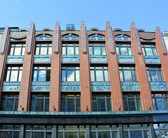 Verzierte Fassade  am Neuen Wall - Haus Pinçon (2xPiP)