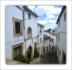 Una empinada calle