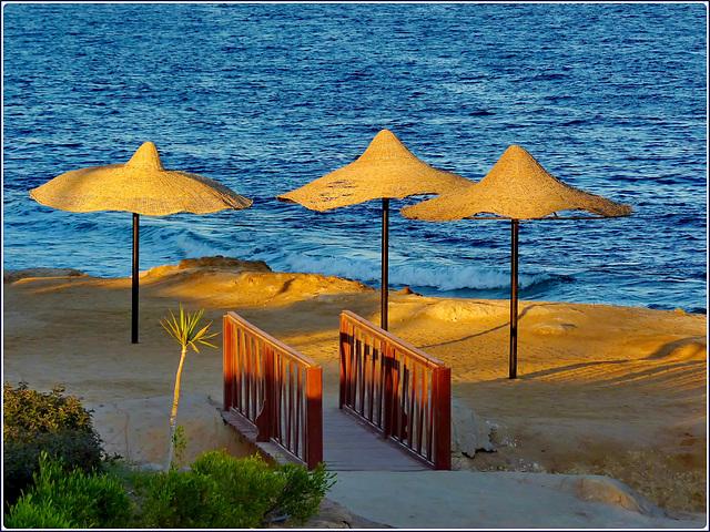Sharm el Sheikh : un passaggio agevolato alla spiaggia del paese