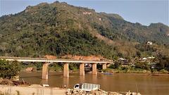 Vue sur un pont du Laos